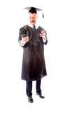 0 ανώτερος αρσενικός πτυχιούχος που κραυγάζει σε ένα κινητό τηλέφωνο Στοκ Εικόνες