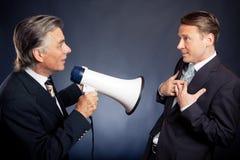 Ανώτερος επιχειρηματίας που φωνάζει στον υπάλληλό του Στοκ Εικόνες