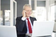 Ανώτερος επιχειρηματίας στο γραφείο Στοκ Εικόνα