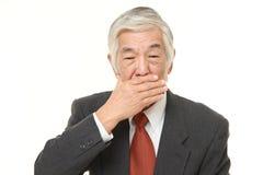 Ανώτερος ιαπωνικός επιχειρηματίας που κάνει να μην μιλήσει καμία κακή χειρονομία Στοκ εικόνα με δικαίωμα ελεύθερης χρήσης