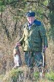 Ανώτερος κυνηγός με το τρόπαιο Στοκ φωτογραφία με δικαίωμα ελεύθερης χρήσης