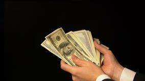 Ανώτερος υπάλληλος που μετρά το μεγάλο ποσό χρημάτων, ευτυχές με τη δωροδοκία, παράνομη κινηματογράφηση σε πρώτο πλάνο αποδοχών απόθεμα βίντεο