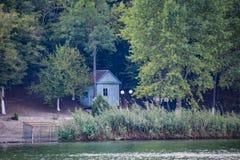 Ανώτερος υπάλληλος Dacha στην ακτή της λίμνης Abrau Σπίτι στην ακτή της λίμνης Στοκ Φωτογραφίες