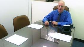 Ανώτερος υπάλληλος στη συνεδρίαση που υποβάλλει την ερώτηση απόθεμα βίντεο