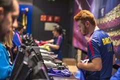 Ανώτερος υπάλληλος της Βαρκελώνης FC megastore Στοκ Φωτογραφίες