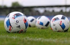 Ανώτερος υπάλληλος matchballs του ΕΥΡΏ 2016 UEFA (Adidas Beau Jeu) Στοκ Φωτογραφία