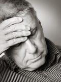 Ανώτερο άτομο με έναν πονοκέφαλο Στοκ φωτογραφία με δικαίωμα ελεύθερης χρήσης