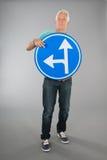 Ανώτερο άτομο με δύο κατευθύνσεις στοκ φωτογραφίες με δικαίωμα ελεύθερης χρήσης