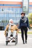 Ανώτερο άτομο σε μια αναπηρική καρέκλα στοκ φωτογραφία με δικαίωμα ελεύθερης χρήσης