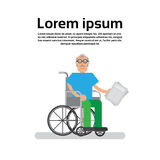 Ανώτερο άτομο στον παππού εδρών ροδών Στοκ εικόνες με δικαίωμα ελεύθερης χρήσης