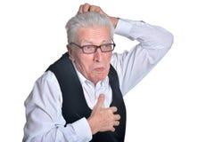 Ανώτερο άτομο eyeglasses στην τοποθέτηση Στοκ Φωτογραφίες