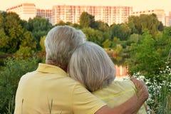 Ανώτερο αγκάλιασμα ζεύγους Στοκ φωτογραφία με δικαίωμα ελεύθερης χρήσης