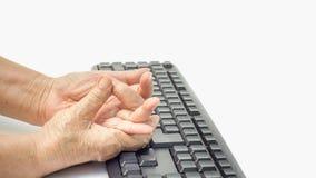 Ανώτερο επίπονο δάχτυλο γυναικών λόγω της παρατεταμένης χρήσης του πληκτρολογίου Στοκ φωτογραφίες με δικαίωμα ελεύθερης χρήσης