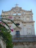 Ανώτερο μέρος της μπαρόκ πρόσοψης της εκκλησίας Αγίου Lucy στο plaza του καθεδρικού ναού στις Συρακούσες Σικελία Ιταλία Στοκ Φωτογραφία