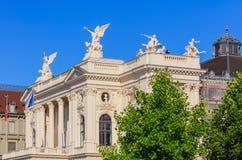 Ανώτερο μέρος του κτηρίου Οπερών της Ζυρίχης Στοκ εικόνα με δικαίωμα ελεύθερης χρήσης