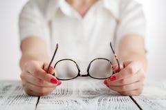 Ανώτερο πορτρέτο επιχειρησιακών γυναικών με eyeglasses Στοκ φωτογραφία με δικαίωμα ελεύθερης χρήσης