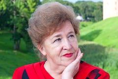 ανώτερο χαμόγελο γυναι&kapp Στοκ φωτογραφίες με δικαίωμα ελεύθερης χρήσης