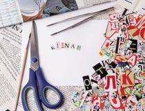 Απάγετε την επιγραφή που γίνεται με τις αποκόπτως επιστολές Στοκ φωτογραφία με δικαίωμα ελεύθερης χρήσης