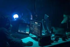 Απάτη Διαδικτύου, darknet, στοιχεία thiefs, cybergrime έννοια Επίθεση χάκερ στον κυβερνητικό κεντρικό υπολογιστή Επικίνδυνη κωδικ στοκ φωτογραφίες με δικαίωμα ελεύθερης χρήσης