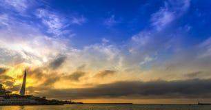 Απίστευτα ζωηρόχρωμο ηλιοβασίλεμα στοκ εικόνες με δικαίωμα ελεύθερης χρήσης