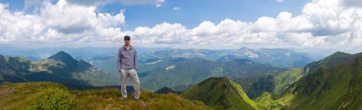 Απίστευτα όμορφες πανοραμικές απόψεις των Καρπάθιων βουνών στοκ εικόνα με δικαίωμα ελεύθερης χρήσης