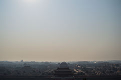 Απαγορευμένη πόλη που βλέπει από το ναό πάρκων Jingshan σε ένα Hill, Πεκίνο, Κίνα Στοκ Φωτογραφία