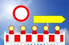 Απαγορευμένο εμπόδιο περιοχής κατασκευής τρόπων με το σημάδι για το alternativ Στοκ Εικόνα