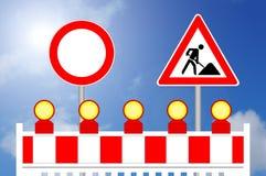Απαγορευμένο εμπόδιο περιοχής κατασκευής τρόπων με το σημάδι Στοκ Φωτογραφίες