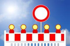 Απαγορευμένο εμπόδιο τρόπων κατασκευής περιοχή με το σημάδι Στοκ Φωτογραφία