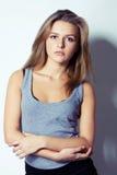 απαθής όμορφη διασχισμένη &gamm Στοκ εικόνες με δικαίωμα ελεύθερης χρήσης