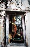 Απαρατήρητη Ταϊλάνδη, καταστροφές του παλαιού ναού με μια ρίζα δέντρων Bodhi Στοκ Εικόνα