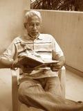 απασχολημένη ανάγνωση στοκ φωτογραφίες