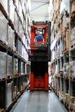 απασχολημένη αποθήκη εμπ&omic Στοκ φωτογραφία με δικαίωμα ελεύθερης χρήσης