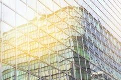 Απεικονίστε του φωτός του ήλιου στο αφηρημένο κτίριο γραφείων στοκ εικόνες