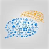 Απεικόνιση έννοιας επικοινωνίας - τα διάφορα μέσα και τα εικονίδια τεχνολογίας που διαμορφώνονται στην ομιλία βράζουν Στοκ εικόνες με δικαίωμα ελεύθερης χρήσης