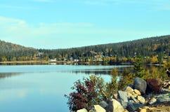 απεικόνιση βουνών λιμνών στοκ εικόνες με δικαίωμα ελεύθερης χρήσης
