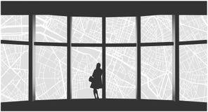 Απεικόνιση της μόνης γυναίκας που εξετάζει τη εικονική παράσταση πόλης από το παράθυρο πολυόροφων κτιρίων Στοκ Φωτογραφία