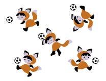 Απεικόνιση του μωρού αλεπούδων με το ποδόσφαιρο Ελεύθερη απεικόνιση δικαιώματος