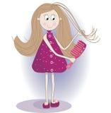 Απεικόνιση του χαριτωμένου κοριτσιού σε ένα μπουρνούζι και τις παντόφλες Κτενίζει την τρίχα Στοκ Φωτογραφίες