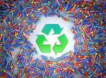 Απεικόνιση των εκατοντάδων των ζωηρόχρωμων μπαταριών και στη μέση το πράσινο ανακύκλωσης σύμβολο στοκ φωτογραφίες με δικαίωμα ελεύθερης χρήσης