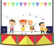 Απεικόνιση των ευτυχών παιδιών που παίζουν τη μουσική στη σκηνή ελεύθερη απεικόνιση δικαιώματος