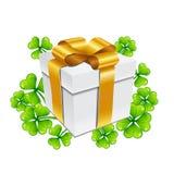 απεικόνιση patricks Άγιος ημέρας Κιβώτιο δώρων με το τριφύλλι ελεύθερη απεικόνιση δικαιώματος