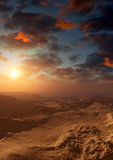 Απειλητικό ηλιοβασίλεμα ερήμων φαντασίας Στοκ Φωτογραφία