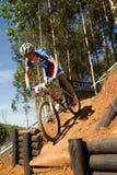 Απελευθέρωση XCO μακριά στα άτομα Παγκόσμιου Κυπέλλου UCI MTB U23 Στοκ εικόνες με δικαίωμα ελεύθερης χρήσης