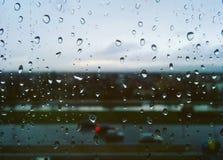 Απελευθερώσεις βροχής στο παράθυρο Στοκ εικόνες με δικαίωμα ελεύθερης χρήσης