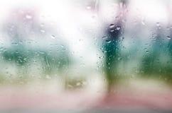 Απελευθερώσεις βροχής στο γυαλί Στοκ Εικόνες
