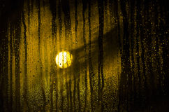 Απελευθερώσεις βροχής στο παράθυρο Στοκ Εικόνα