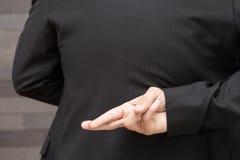 Απιστία, έννοια επιχειρησιακής απάτης, επιχειρηματίας που παρουσιάζει δάχτυλα στοκ φωτογραφία με δικαίωμα ελεύθερης χρήσης