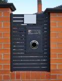 Απλή ταχυδρομική θυρίδα από την μπροστινή άποψη στοκ εικόνα με δικαίωμα ελεύθερης χρήσης