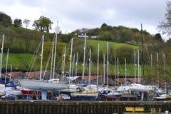 Αποβάθρα βαρκών πανιών στη βαλτική αποβάθρα Boatyard Totnes Devon UK Στοκ εικόνες με δικαίωμα ελεύθερης χρήσης
